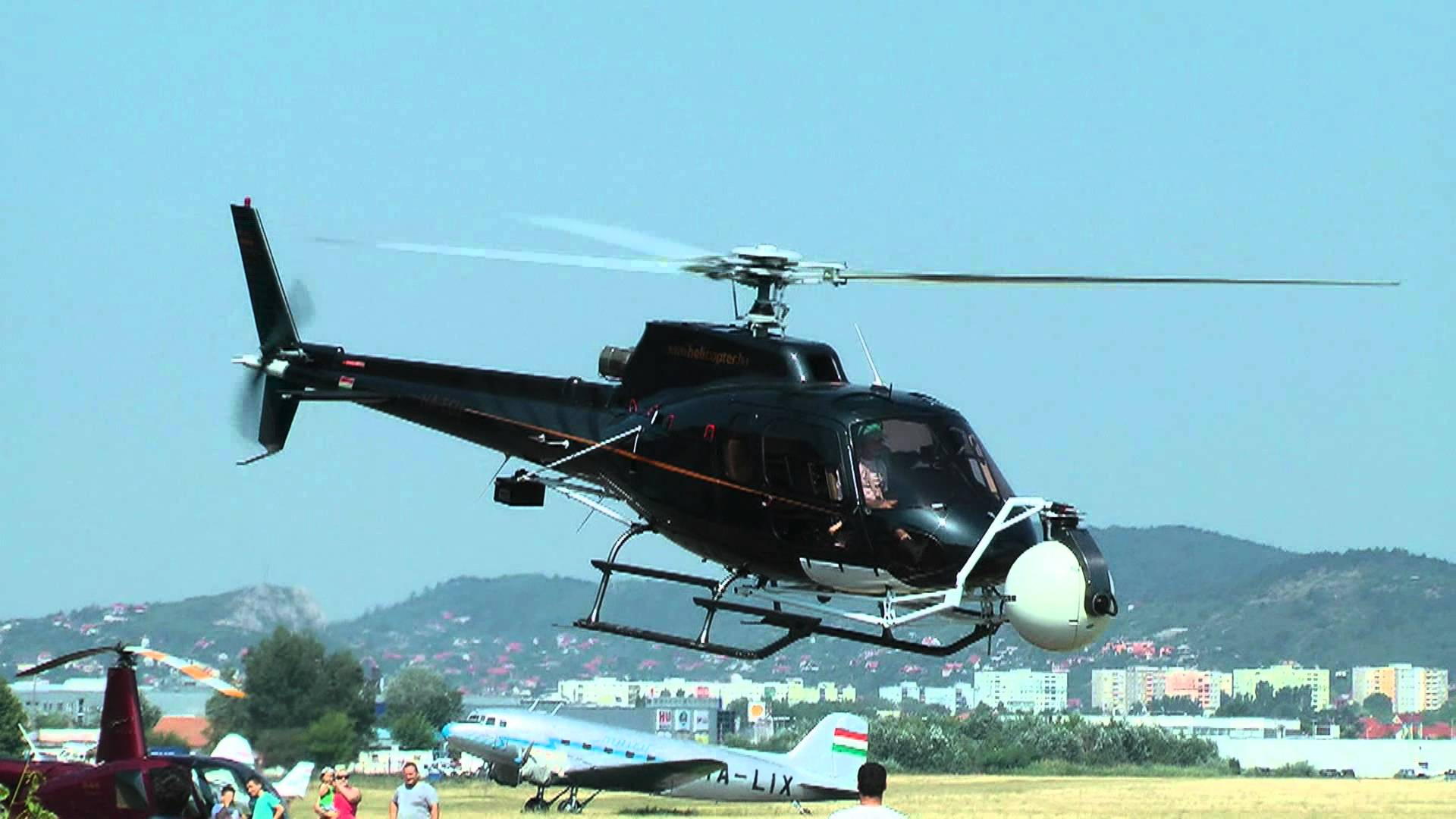 Picture-of-AStar AS350B-1 Ecureuil-Aircraft gallery
