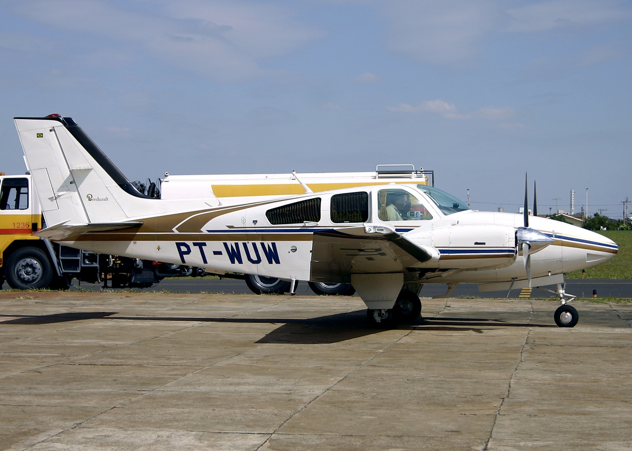 Picture-of-Beech Baron E55-Aircraft gallery