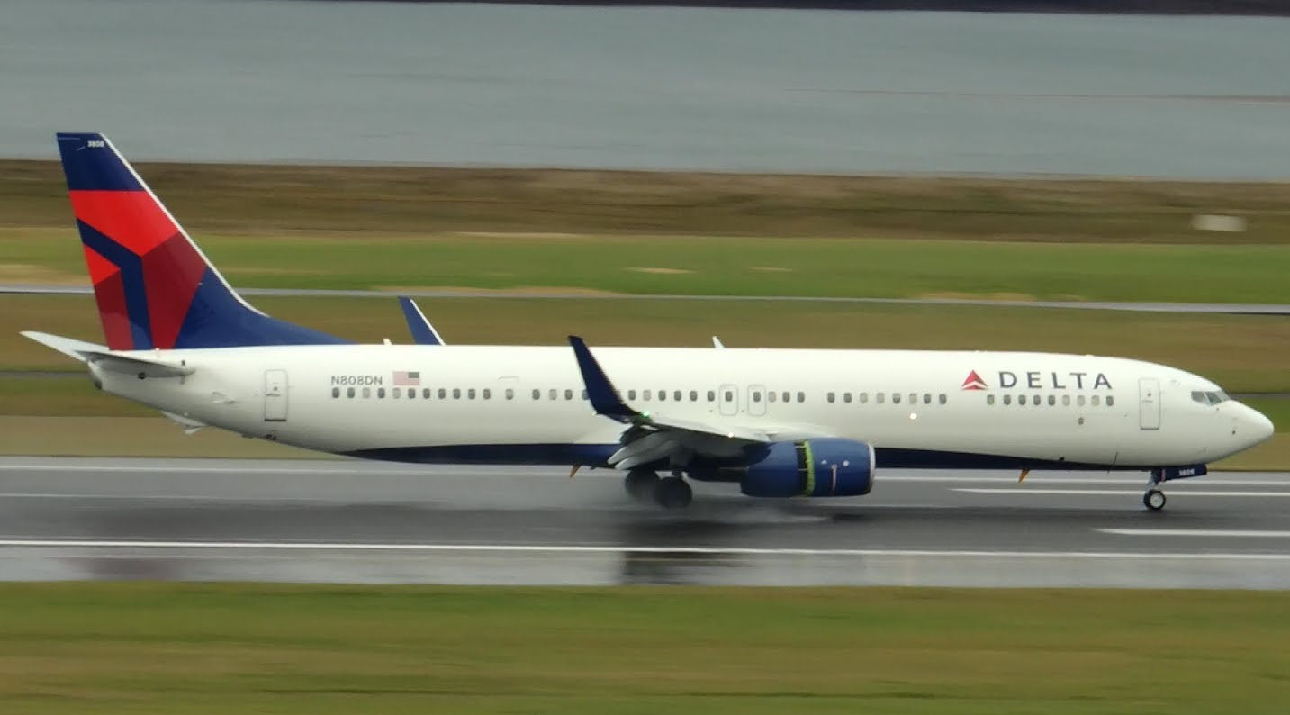 Picture-of-Boeing 737-900ER Next Generation-Aircraft gallery