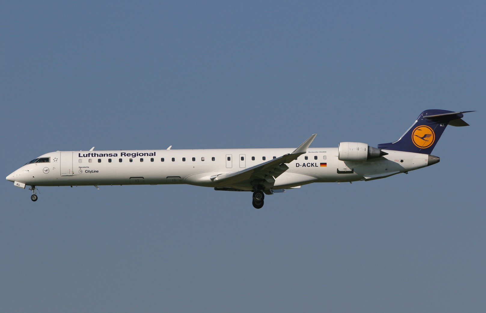 Picture-of-CRJ900-Aircraft gallery