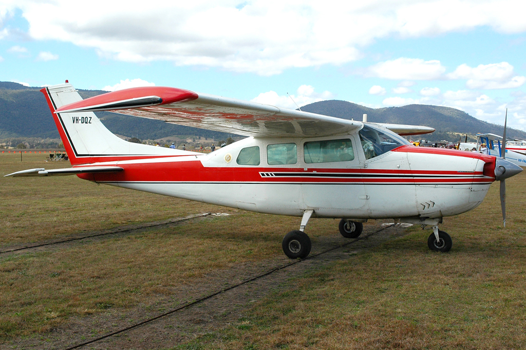 Picture-of-Cessna 210J Centurion-Aircraft gallery