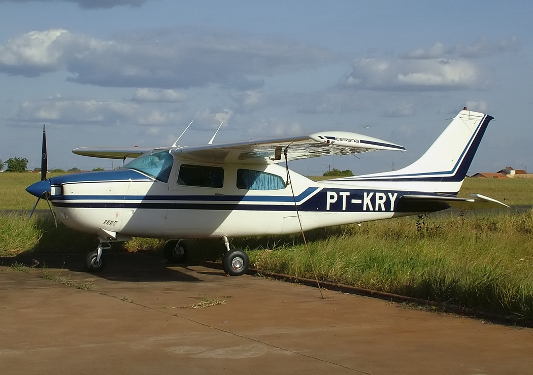 Picture-of-Cessna 210L Centurion-Aircraft gallery