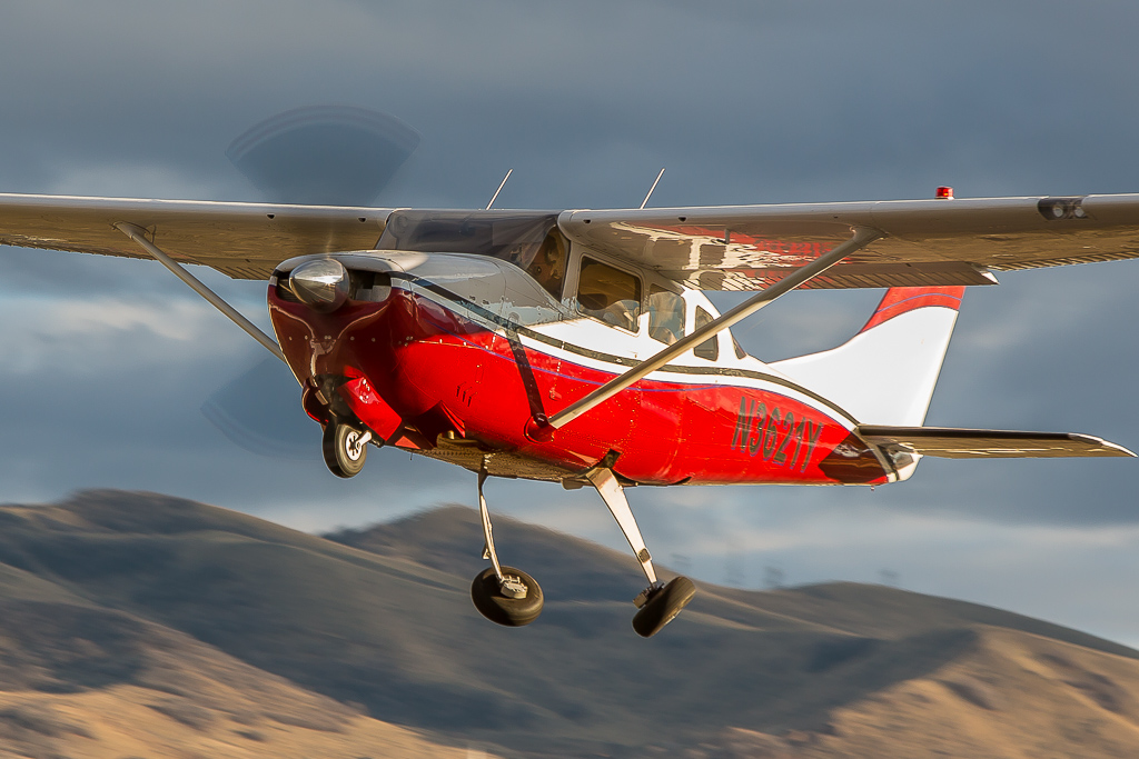 Picture-of-Cessna 210N Centurion-Aircraft gallery
