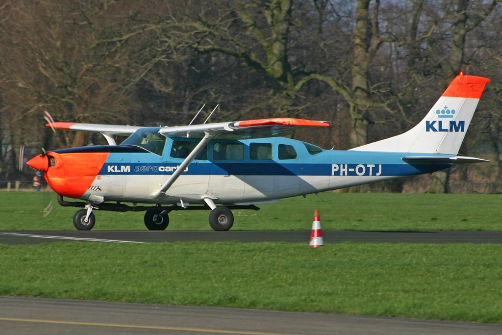 Picture-of-Cessna T207A Turbo Skywagon-Aircraft gallery
