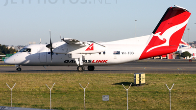 Picture-of-Dash 8-201-Aircraft gallery