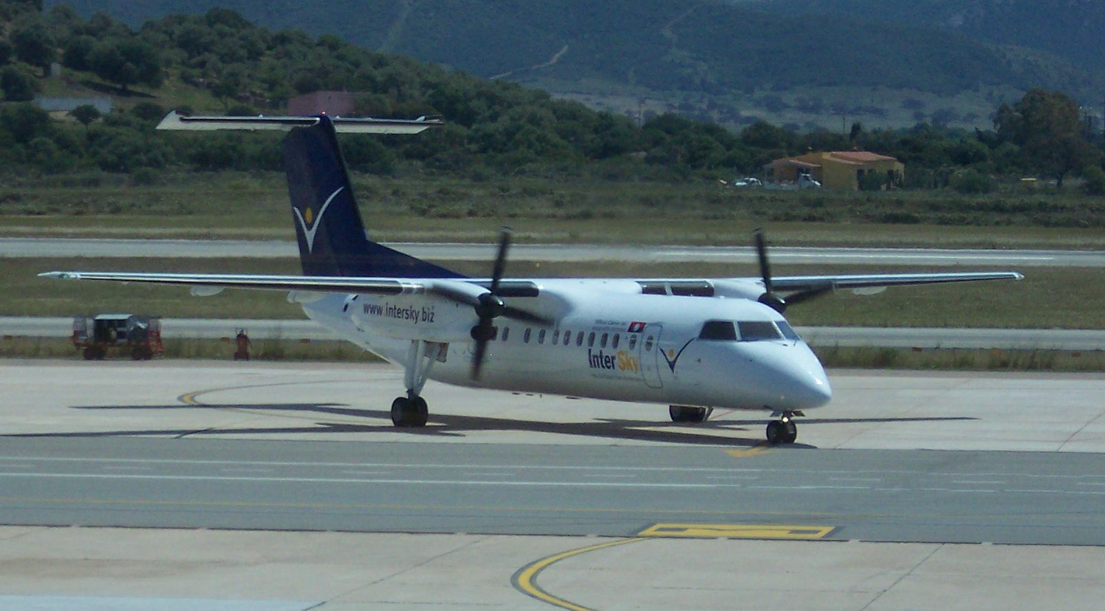 Picture-of-Dash 8-300Q-Aircraft gallery