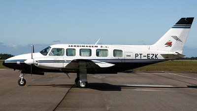Picture-of-EMB 820 Seneca-Aircraft gallery