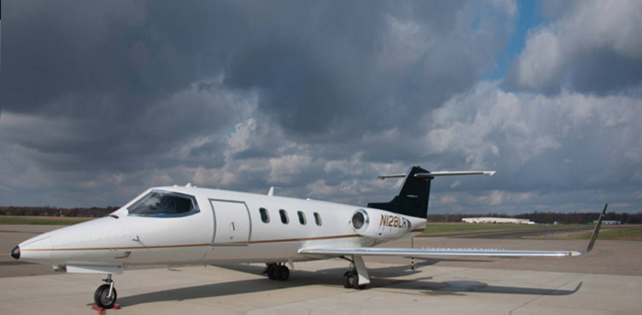 Picture-of-Learjet 28-Aircraft gallery