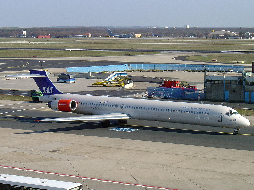 Picture-of-MD-90-30-Aircraft gallery