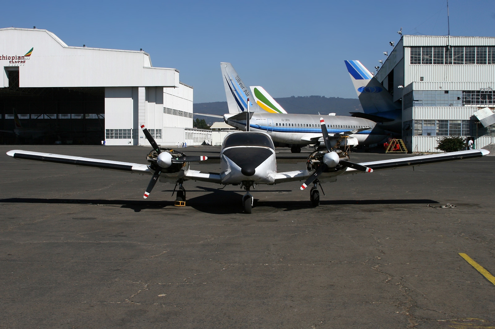 Picture-of-Piper PA-24-200T Seneca-Aircraft gallery