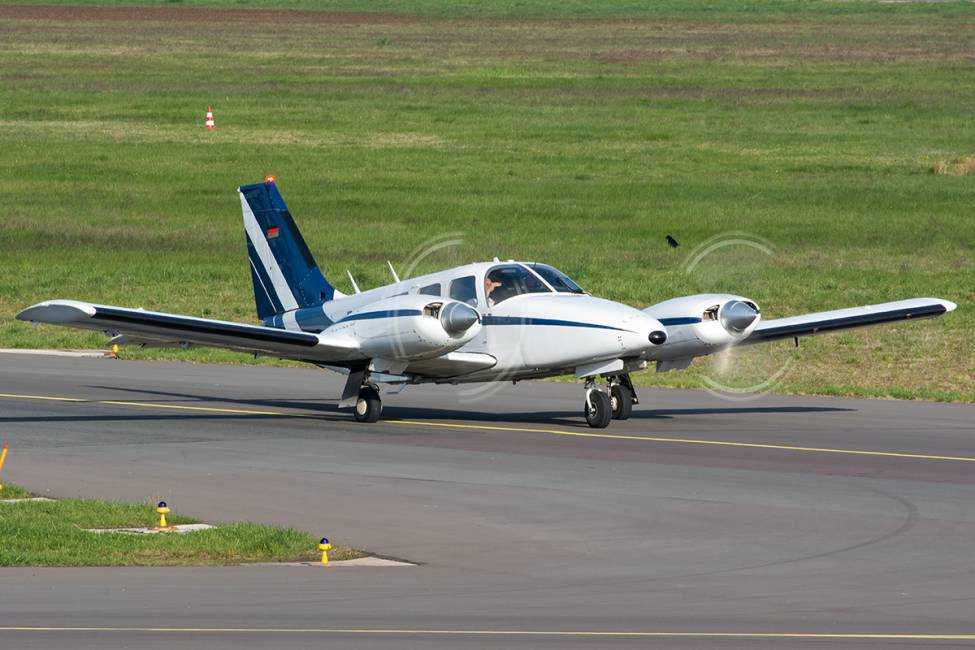 Picture-of-Piper PA-28-220T Seneca III-Aircraft gallery