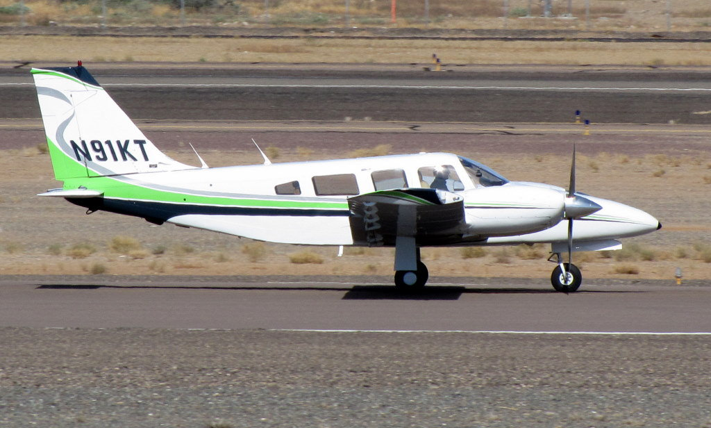 Picture-of-Piper PA-32-200T Seneca II-Aircraft gallery