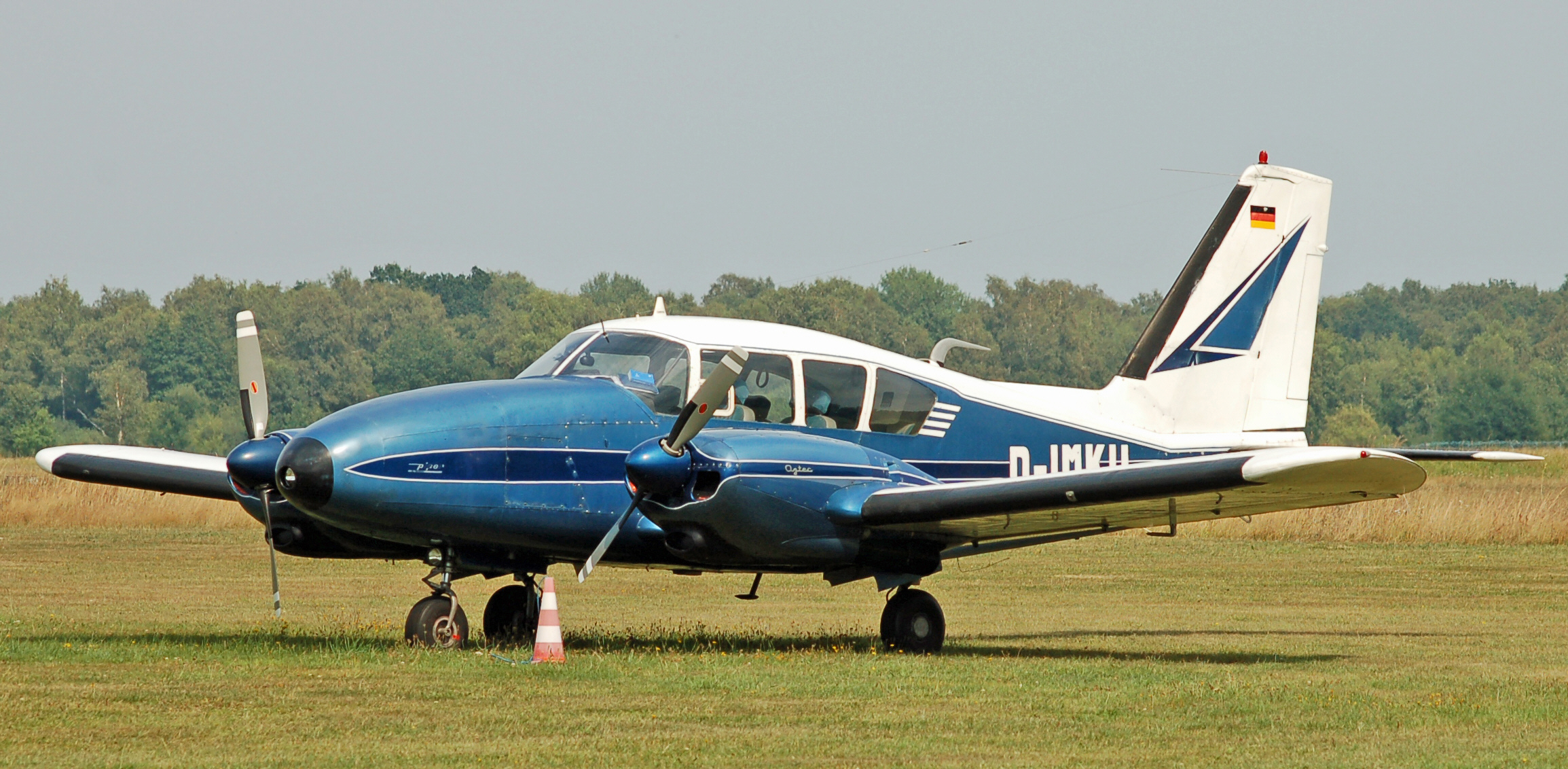 Picture-of-Piper PA-23T Turbo Aztec-Aircraft gallery